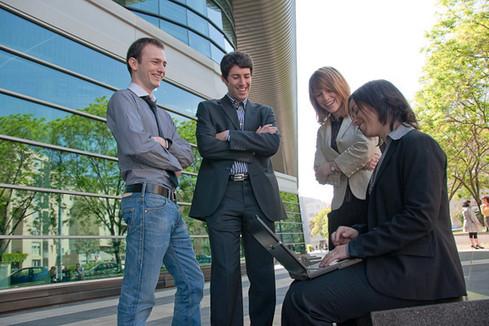 étudiants universitaires en ligne datant âge approprié pour les rencontres de groupe
