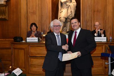 Daniel Ricquier (à gauche), vice-président aux relations internationales, Académie des sciences ; à droite, Prof. Oliver Eickelberg, Prix Gay-Lussac-Humboldt 2013