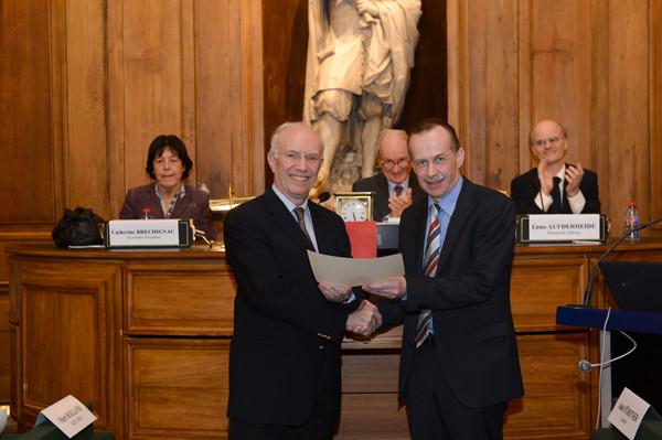 Pierre Braunstein (à gauche), Académie des sciences ;  à droite, Prof. Alois Fürstner, Prix Gay-Lussac-Humboldte 2013