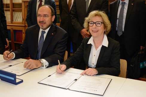 Signature d'accords entre la France et la Tunisie