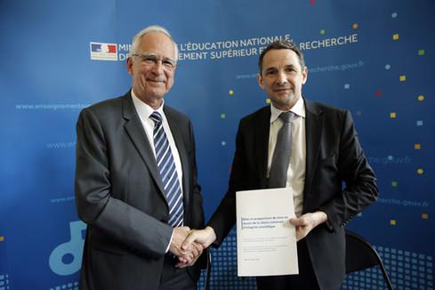 Remise du rapport de Pierre Corvol : Bilan et propositions de mise en œuvre de la charte nationale d'intégrité scientifique