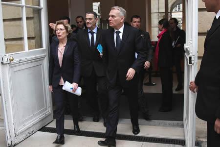 Geneviève Fioraso raccompagne Jean-Marc Ayrault