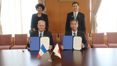 Signature des accords spatiaux au Japon