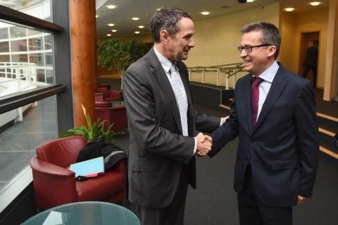 Entretien avec le commissaire  européen à la recherche, à l'innovation et à la science - Bruxelles