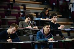 Plusieurs étudiants en amphi