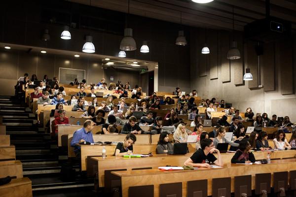 Étudiants en amphi à l'université