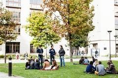 Étudiants sur le site de l'université Diderot