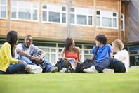 étudiant campus extérieur