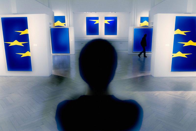 Exposition de tableaux aux couleurs européennes