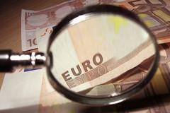 Gros plan d'un billet en euro