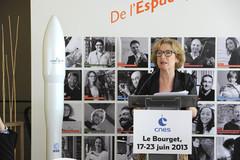 Geneviève Fioraso au Pavillon du CNES
