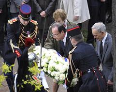 François Hollande entouré d'Hélène Langevin-Joliot et Pierre Joliot