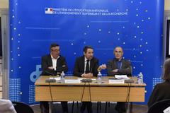 Remise du rapport Beylat-Tambourin sur la loi Allègre