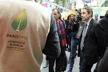 Voir la vidéo : Thierry Mandon visite l'expo COP21 au Grand Palais